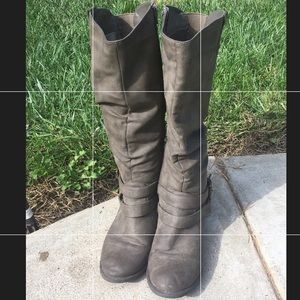 Shoes - Tall gray boots
